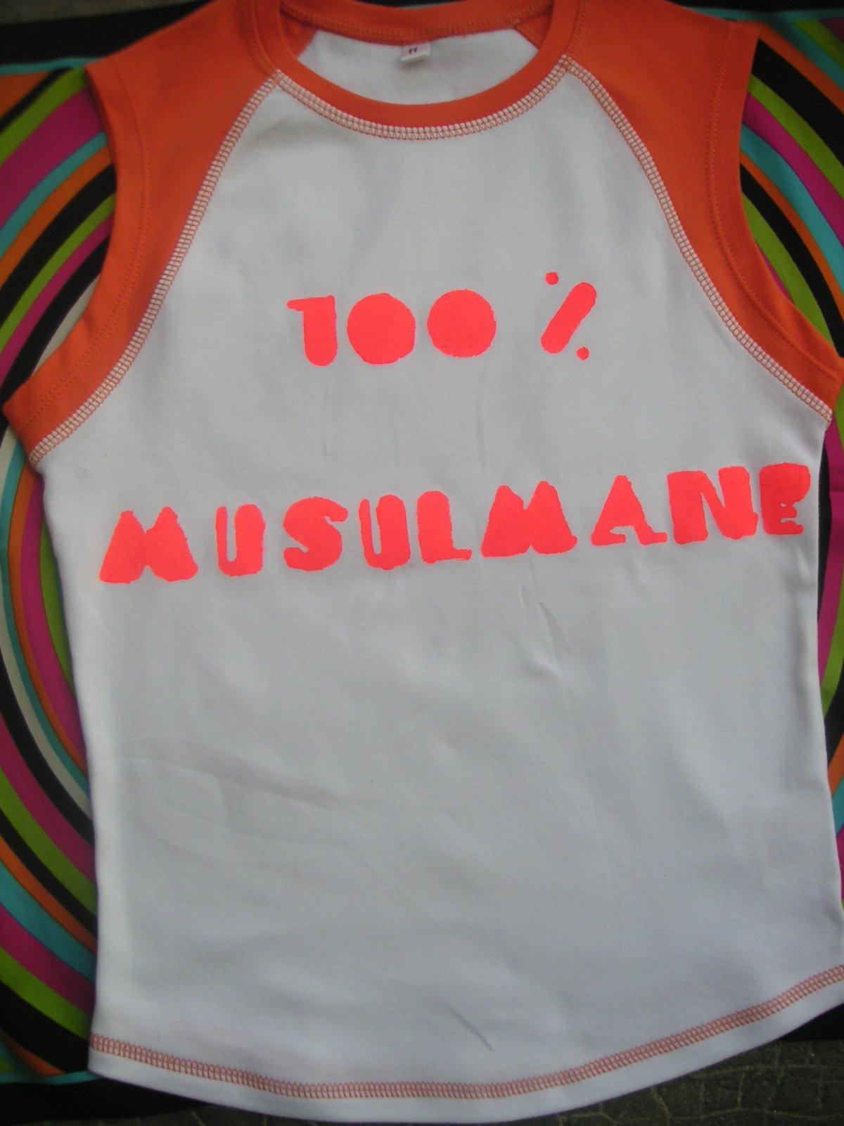 T-shirt orange et blanc très bien coupé
